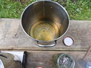 one jar extracted liquid